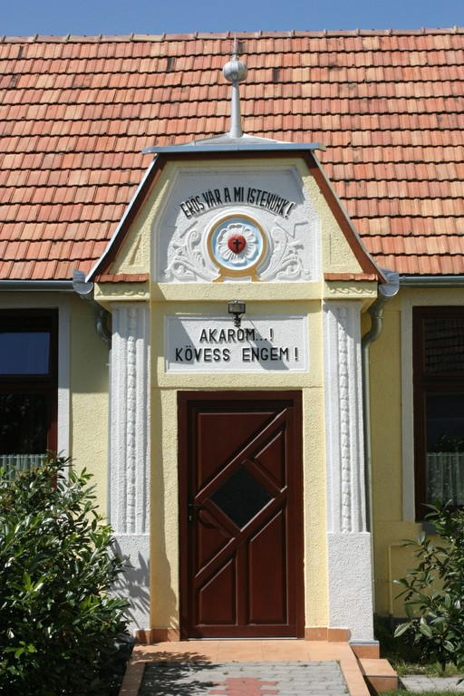 A Gyülekezeti Otthon bejárata - big